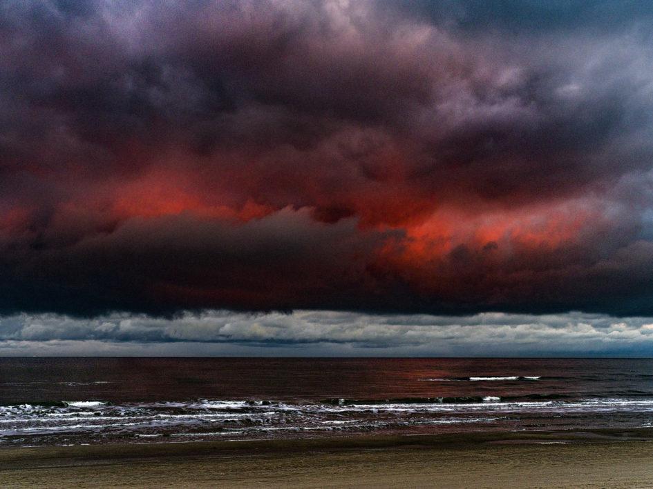 Rode skyer, Tversted 35